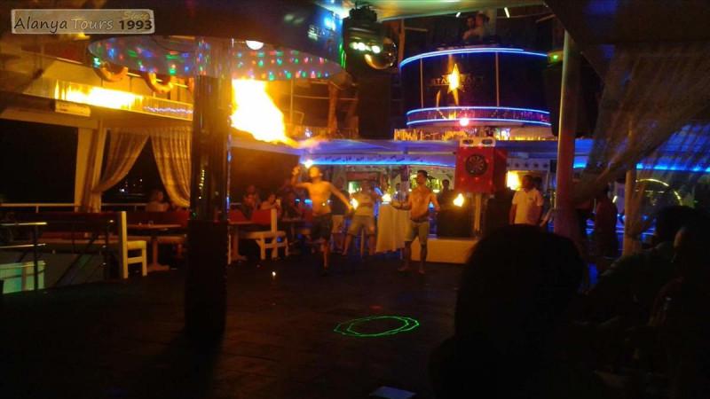 Ночная дискотека на яхте